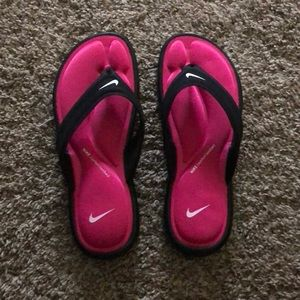 Nike flip flops NWOT